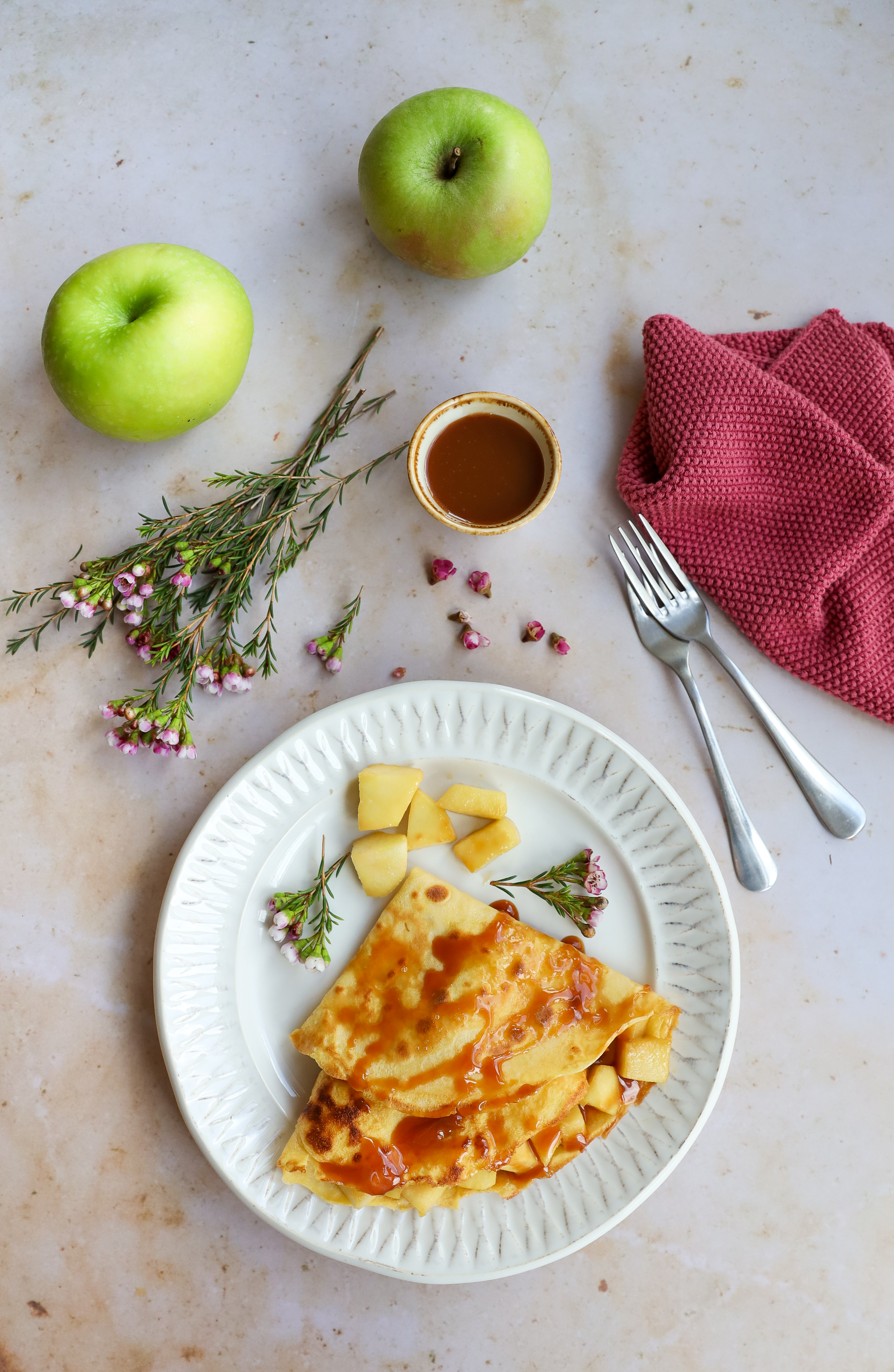 crêpes with apples and toffee