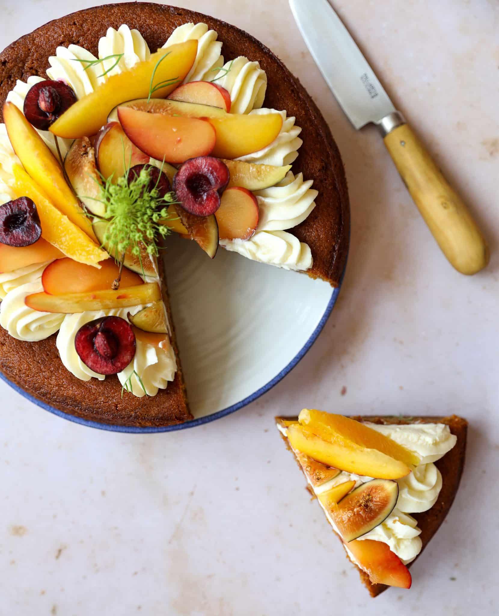 Tarta de maíz y fruta de verano